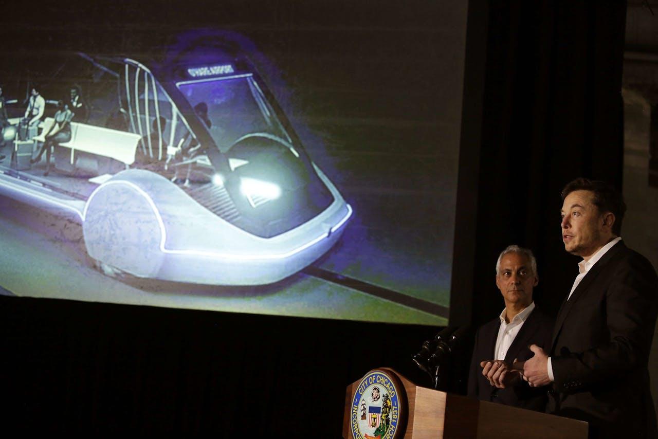 Burgemeester Rahm Emanuel van Chicago en Elon Musk bij de presentatie van een soortgelijke hogesnelheidslijn in Chicago in juni van dit jaar.