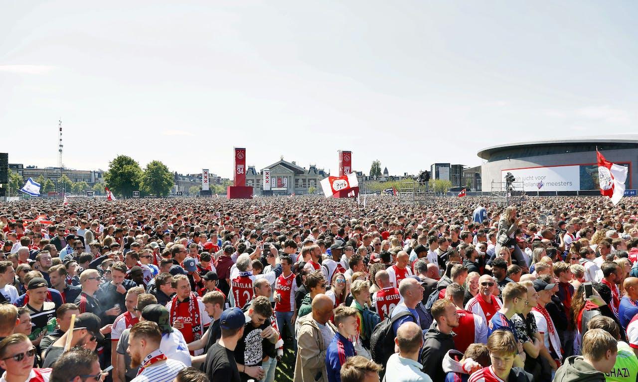 Ajax heeft voor de 34e keer de landstitel gewonnen.