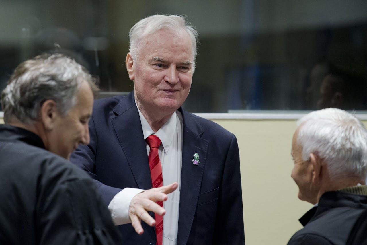 Ratko Mladic vanochtend in de rechtszaal om de uitspraak van het Joegoslavië-Tribunaal tegen hem aan te horen.