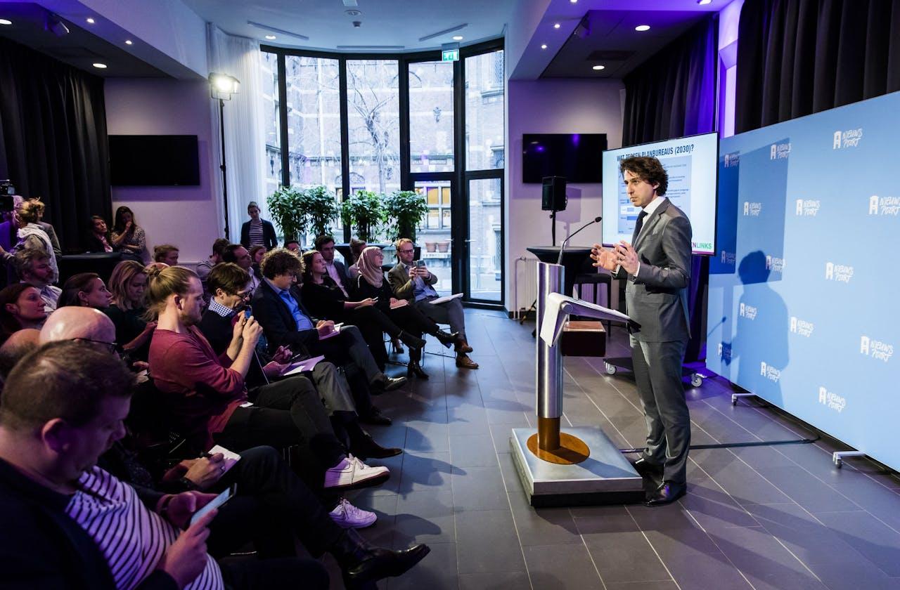 Fractievoorzitter Jesse Klaver van GroenLinks geeft een reactie op de verwachte gevolgen van het concept-Klimaatakkoord. Twee planbureaus kwamen woensdag met hun berekeningen.
