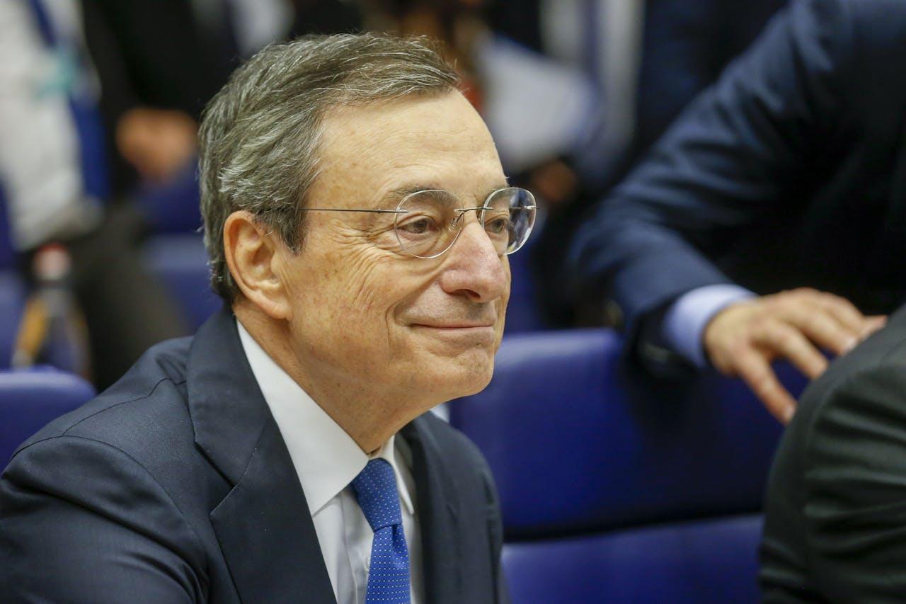 De 71-jarige Mario Draghi tijdens de vorige vergadering van de Europese centrale bank EPA/JULIEN WARNAND