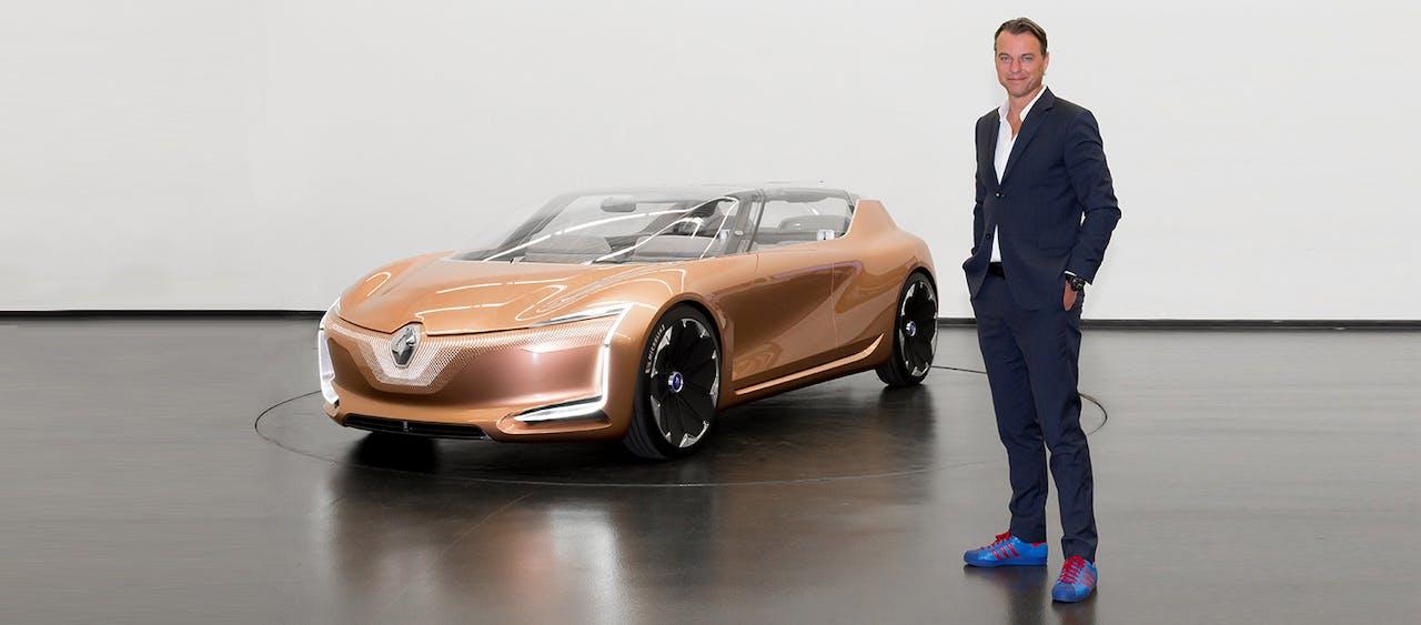 Laurens van den Acker bij de Renault Symbioz Concept