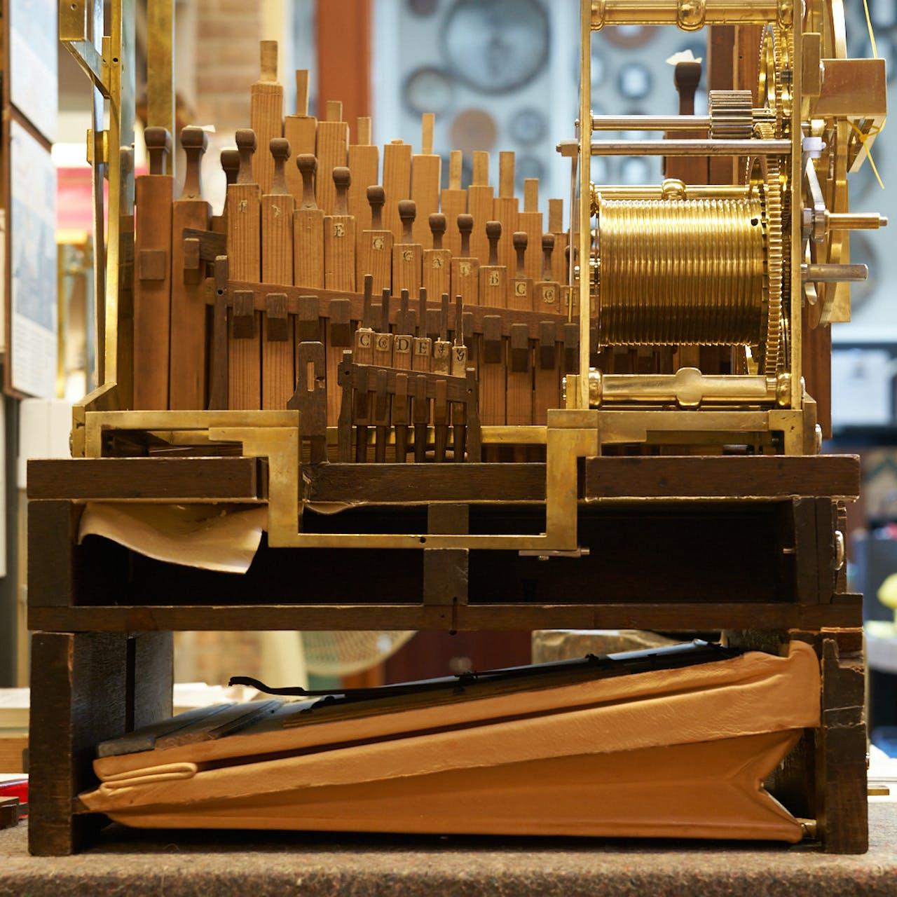 Orgel en blaasbalg - Klok van Clay