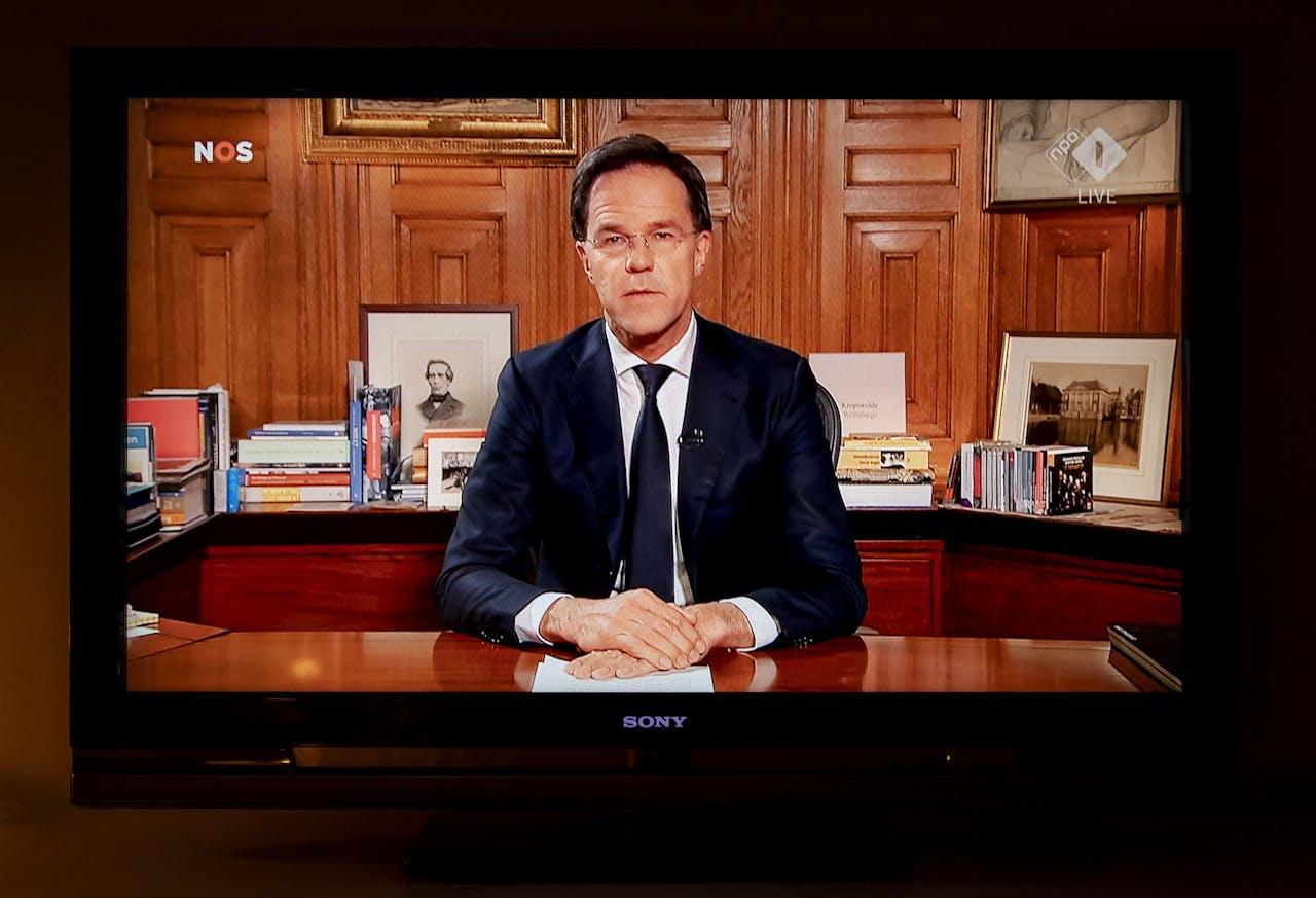 Premier Rutte spreekt ons toe vanuit het Torentje