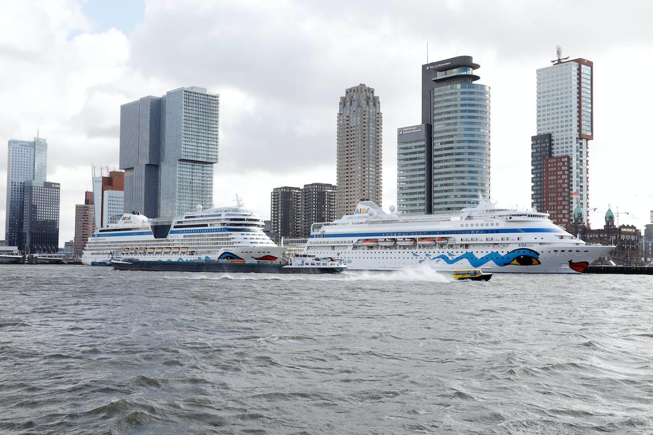 2019-03-07 11:47:01 ROTTERDAM - Cruiseschepen van AIDA liggen aangemeerd bij Cruiseport Rotterdam. De schepen komen aan op de opening van het cruiseseizoen, waarin voor het eerst meer dan honderd schepen zullen worden ontvangen. ANP BAS CZERWINSKI
