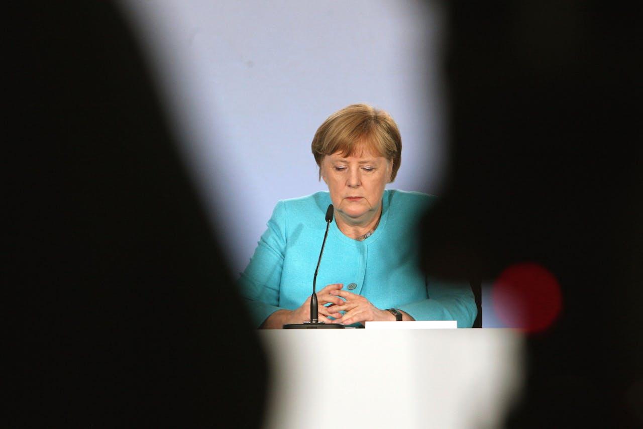 Bondskanselier Merkel tijdens de presentatie van het Konjunktur- und Krisenbewältigungspaket van 130 miljard euro.