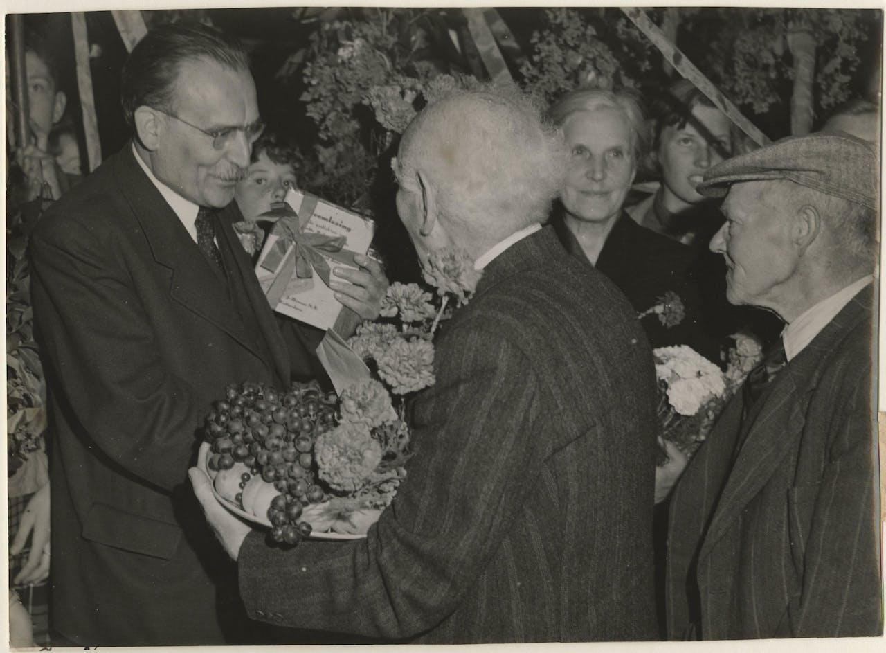 De 65e verjaardag van minister-president Willem Drees (1951).