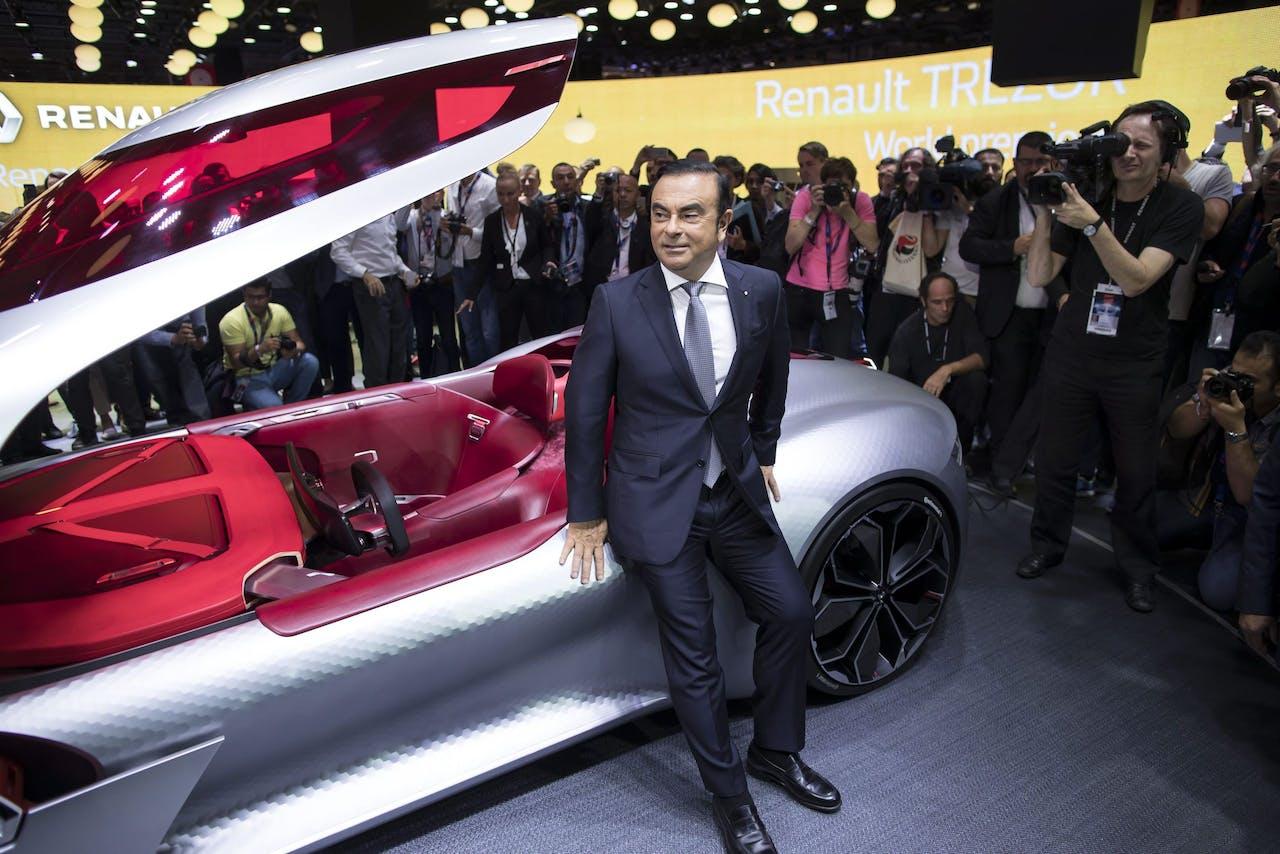 Carlos Ghosn tijdens de autobeurs van Parijs in 2016