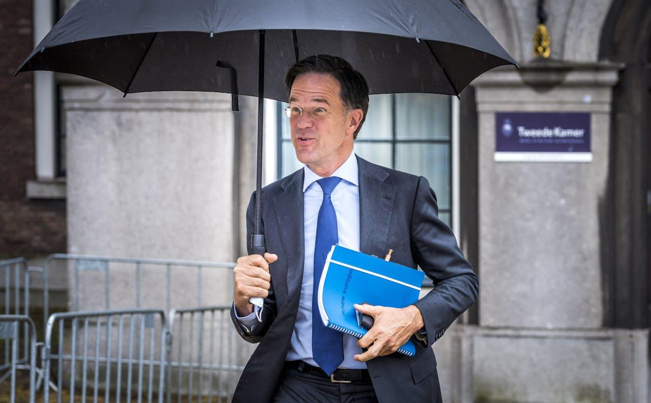 DEN HAAG - Demissionair premier Mark Rutte staat de pers te woord na afloop van een gesprek met informateur Mariette Hamer. Hamer heeft de fractieleiders vooraf de opdracht gegeven om de politieke impasse onderling proberen te doorbreken.