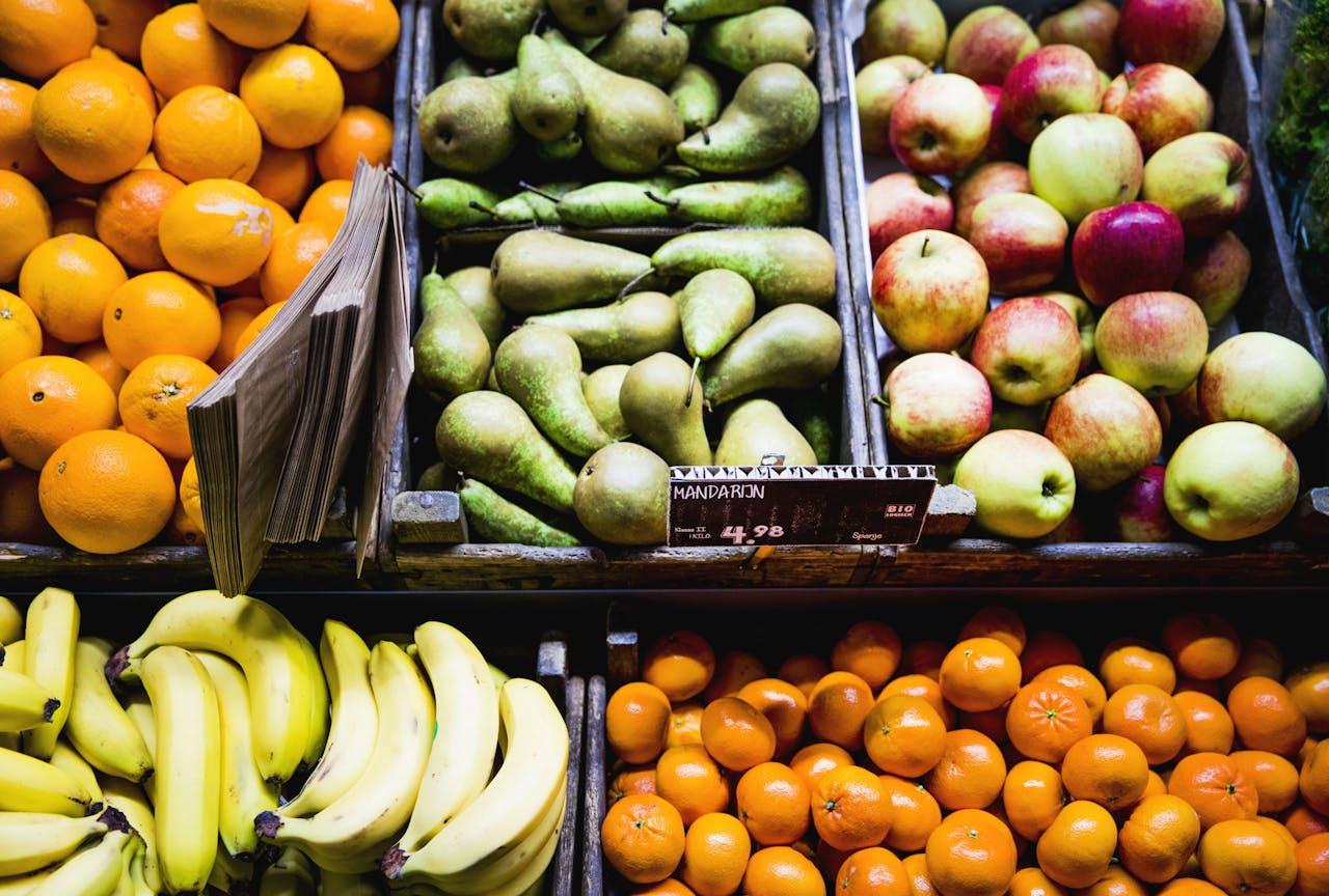 2018-02-28 16:08:54 AMSTERDAM - Producten in een plasticvrije winkel van Ekoplaza. In het filiaal in Amsterdam West liggen bijna zevenhonderd verschillende producten zonder plastic in de schappen. ANP REMKO DE WAAL