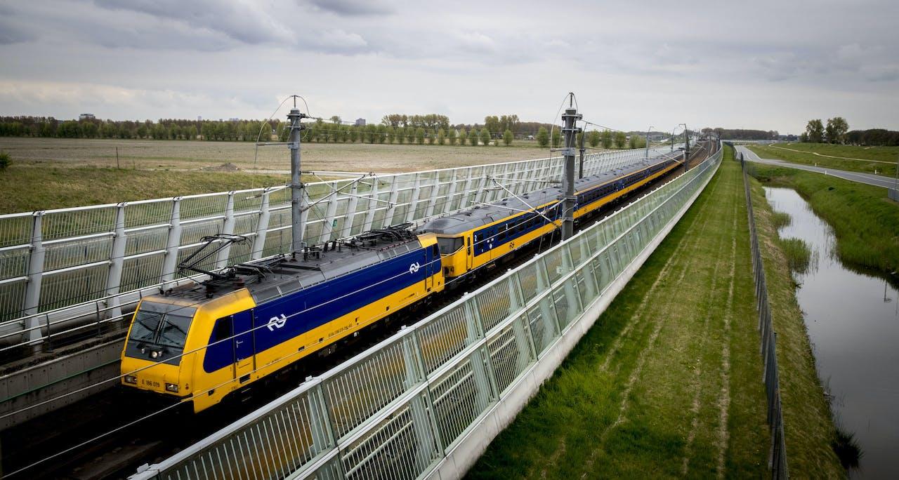 De trein van de Hogesnelheidslijn.