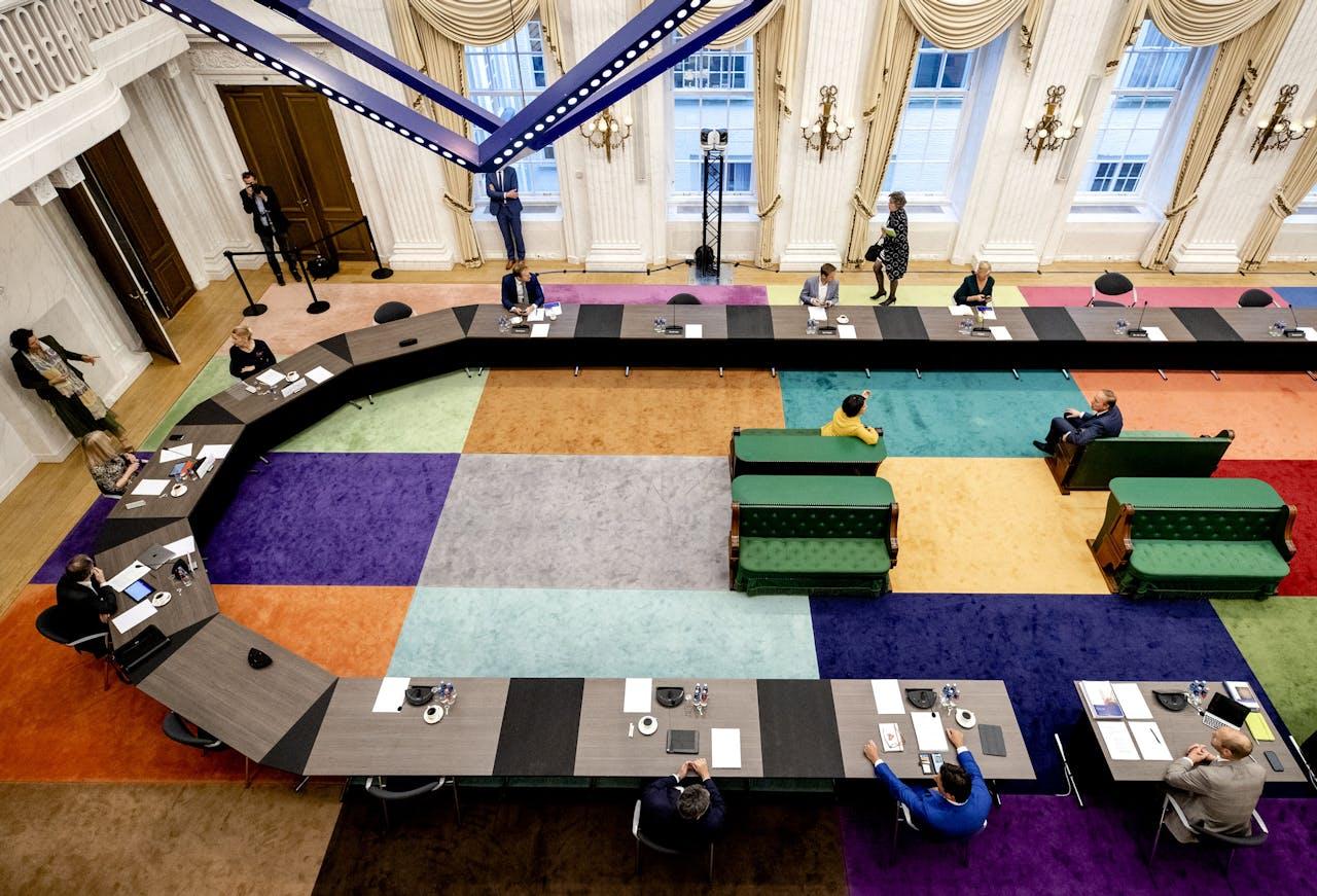 De Oude Zaal van de Tweede Kamer voorafgaand aan een rondetafelgesprek over de corona-app.