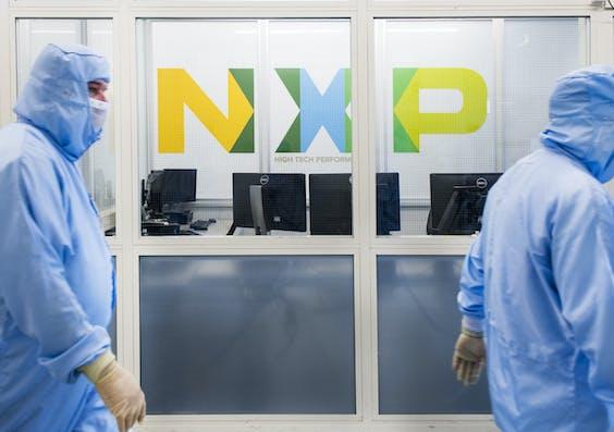 Werknemers bij chipproducent NXP