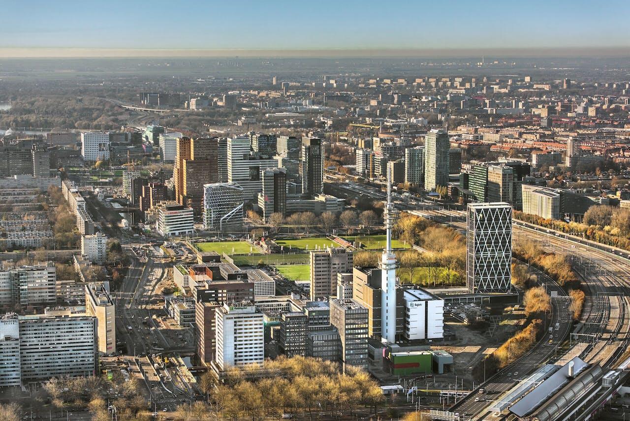 Luchtfoto met overzicht van kantoorpanden op de Zuidas