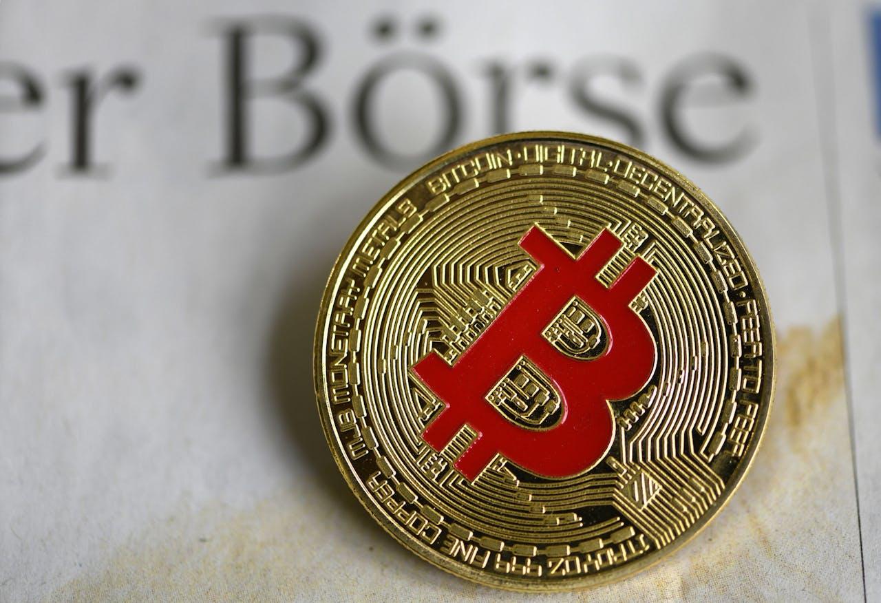 Een (fictieve) fysieke uitvoering van een bitcoin.