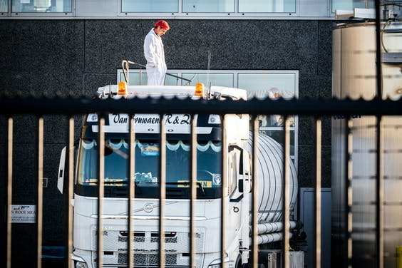 Exterieur van Van Rooi Meat. Het slachthuis moet op last van de Veiligheidsregio Brabant-Zuidoost tot 2 juni dichtblijven, nadat opnieuw medewerkers positief testten op het coronavirus. A