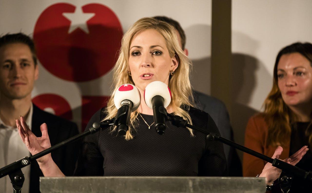 Lilian Marijnissen tijdens een persconferentie in Dudok. Marijnissen volgt Emile Roemer op als leider van de SP in de Tweede Kamer.