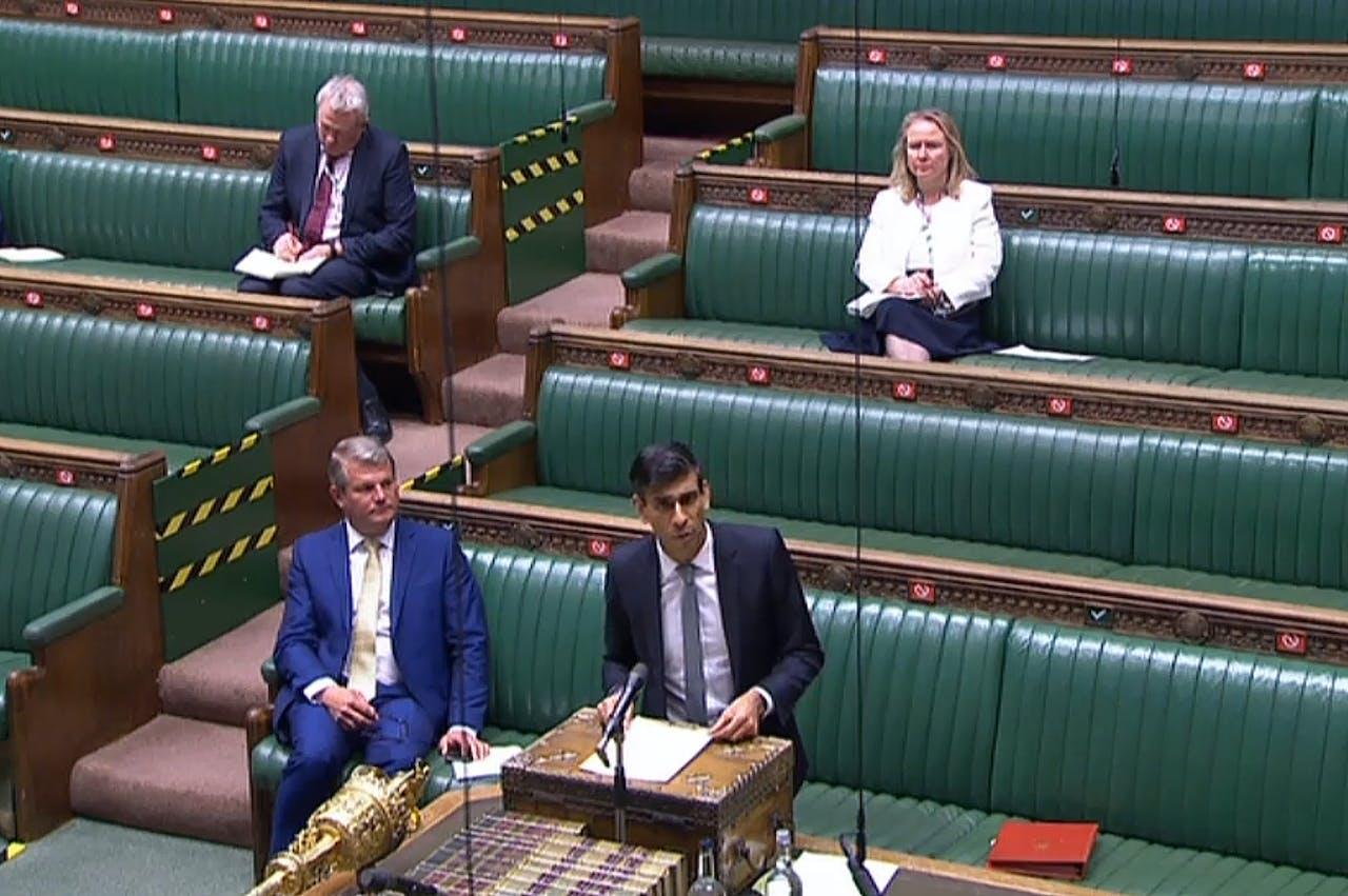 De Britse minister van Financiën Rishi Sunak presenteerde het financiële plan dinsdag aan het Britse parlement.