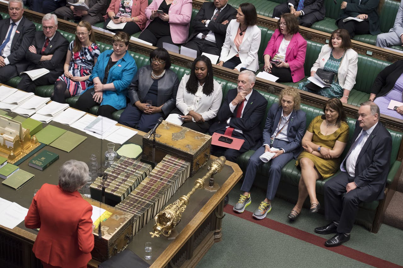 2019-05-15 00:00:00 epa07573301 A handout photo made available by the UK Parliament shows British Prime Minister Theresa May (L) speaking as Labour leader Jeremy Corbyn (4-R at front bench) listens during the Prime Minister's Questions in the House of Commons in Westminster, central London, Britain, 15 May 2019. Media reports on 15 May 2019 state UK's Brexit Secretary Stephen Barclay as saying Prime Minister Theresa May's Brexit deal would be 'dead' should the withdrawal bill not pass Parliament in June 2019. Britain's new deadline to exit from the EU was set for 31 October 2019 following the EU heads of State summit in Brussels on 10 April 2019. EPA/JESSICA TAYLOR / UK PARLIAMENT / HANDOUT MANDATORY CREDIT: UK PARLIAMENT JESSICA TAYLOR HANDOUT EDITORIAL USE ONLY/NO SALES