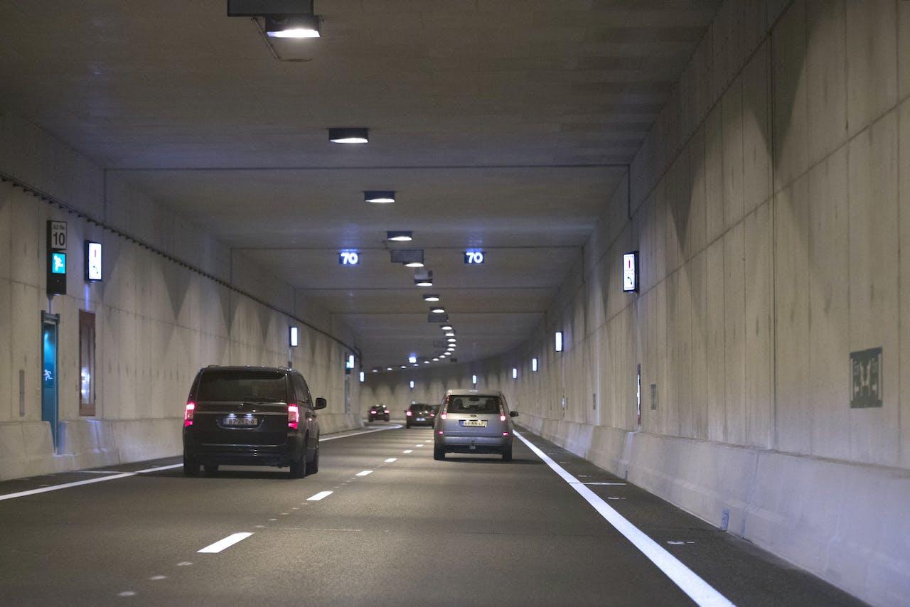 MAASTRICHT - de Koning Willem-Alexandertunnel, de eerste dubbellaagse tunnel van Nederland. In de twee onderste tunnelbuizen komt het doorgaand verkeer tussen Eindhoven en Luik te rijden. De bovenste twee buizen zijn bestemd voor het bestemmingsverkeer. ANP MARCEL VAN HOORN