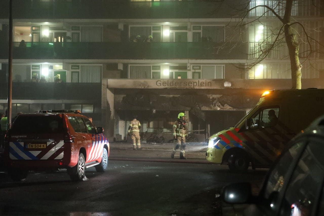In een flat aan het Gelderseplein in Arnhem zijn twee mensen overleden nadat hier een brand was uitgebroken.