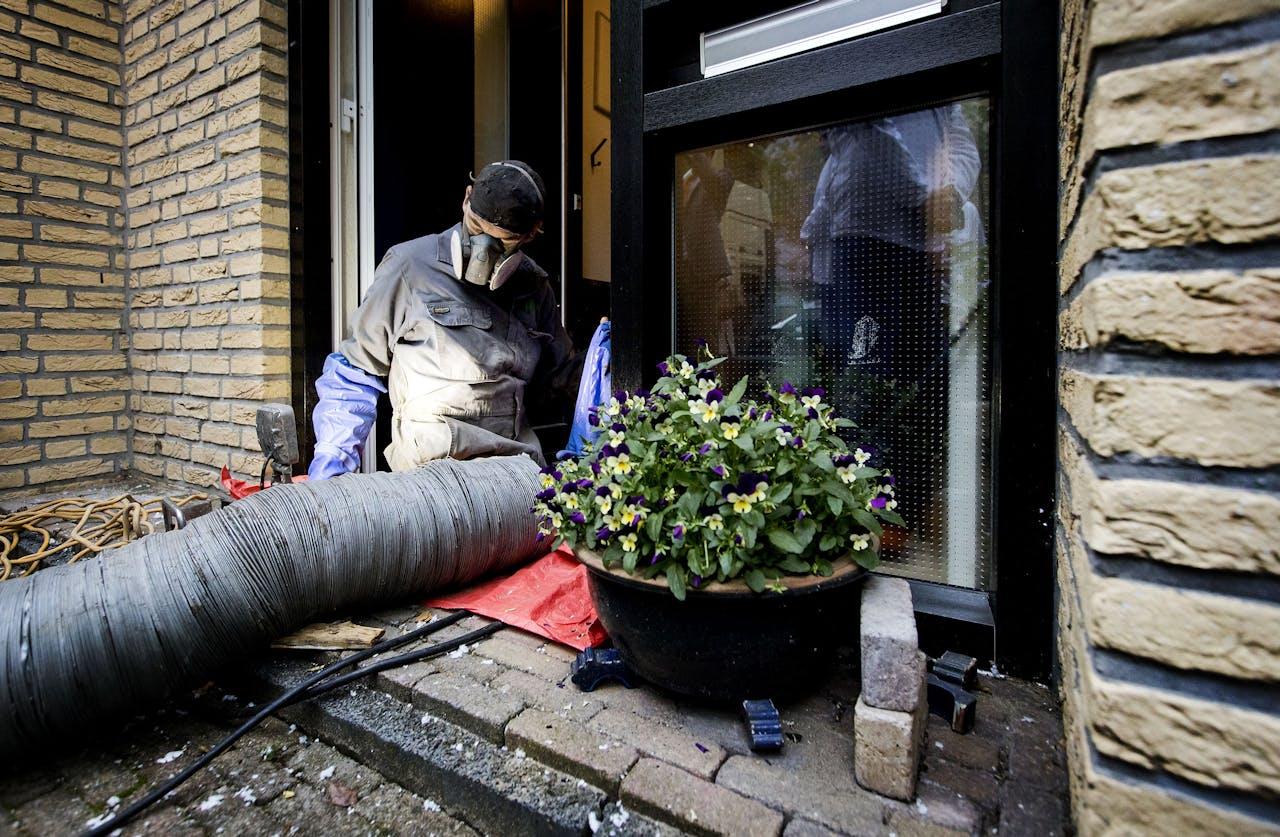 Het isoleren van een woning in Rijswijk tijdens de Dag van de Isolatie. Woningen isoleren is één van de ideeën geopperd door ondernemers.