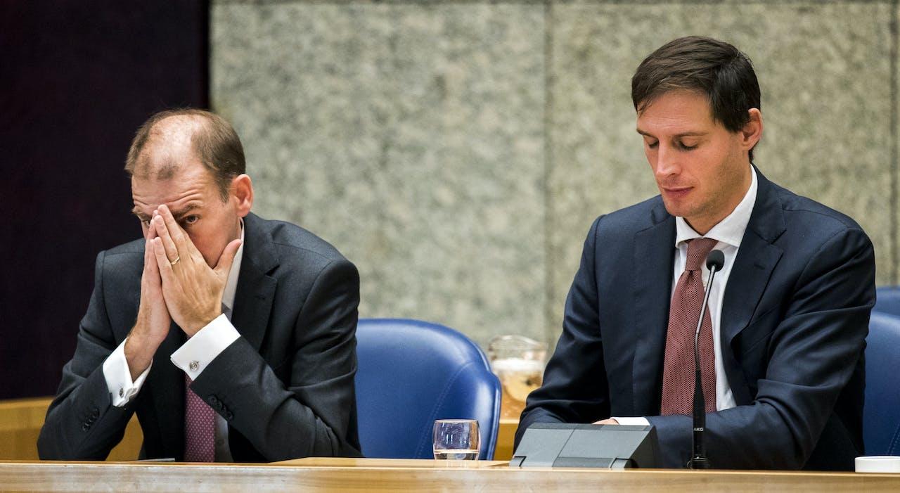Staatssecretaris Menno Snel (D66) en Minister Wopke Hoekstra (CDA) van Financiën tijdens de Algemene Financiële Beschouwingen in de Tweede Kamer.