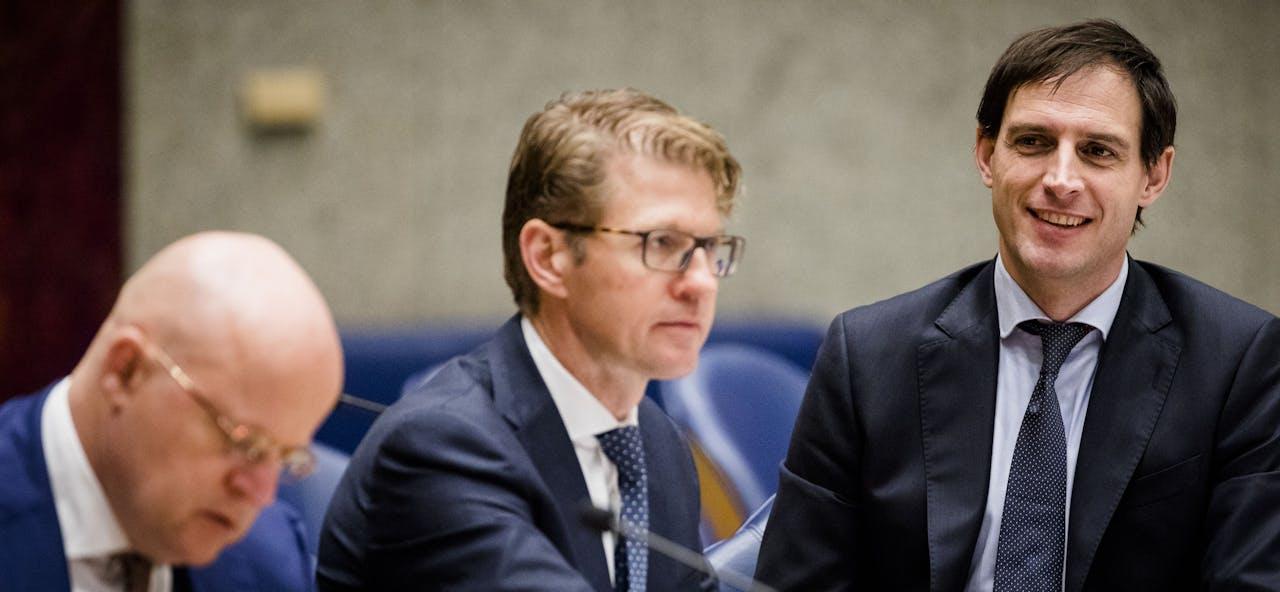 2019-01-16 12:03:14 DEN HAAG - (VLNR) Minister Ferdinand Grapperhaus van Justitie en Veiligheid (CDA), Minister Sander Dekker voor Rechtsbescherming (VVD) en Minister Wopke Hoekstra van Financi'n (CDA) tijdens het debat in de Tweede Kamer over het faciliteren van witwassen door Nederlandse banken. ANP BART MAAT
