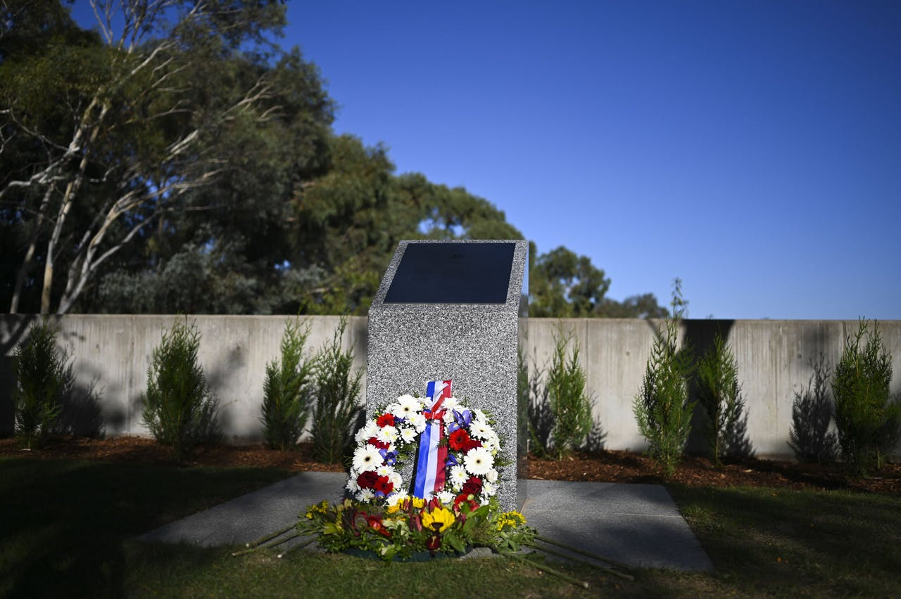 Herdenkingssteen voor slachtoffers van de MH17 in het Australische Canberra.