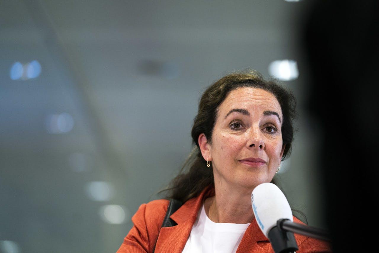 Burgemeester Femke Halsema van Amsterdam komt aan op het provinciehuis in Utrecht voor overleg over de coronamaatregelen met burgemeesters van de 25 grootste gemeenten