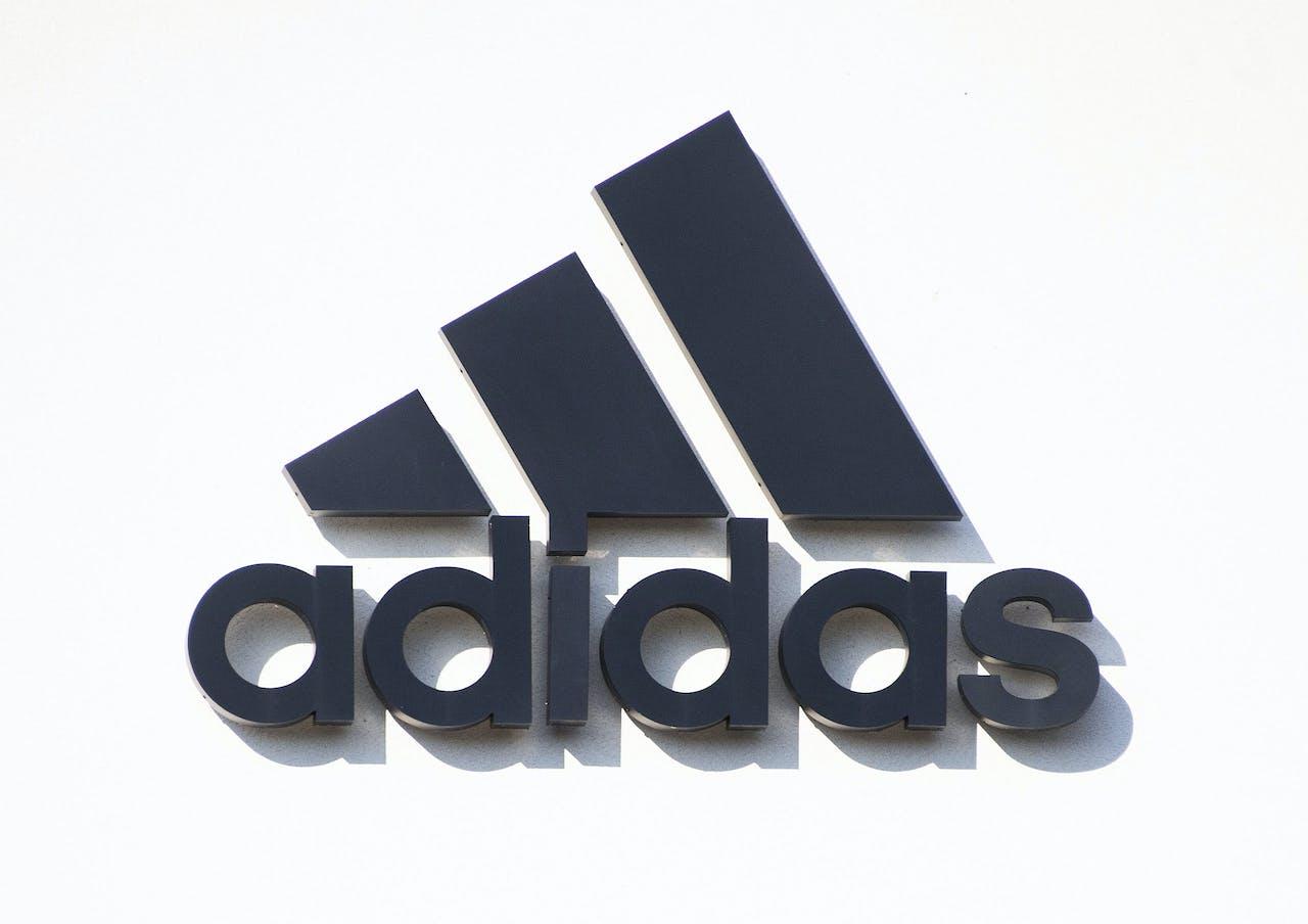 Adidas stuurt sneakers de ruimte in