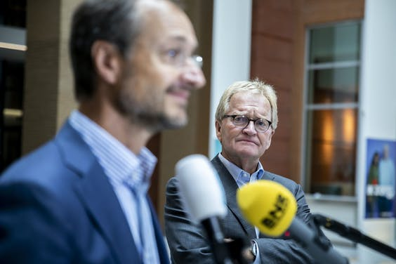 Hans de Boer VNO-NCW , Han Busker voorzitter van de FNV en Minister Eric Wiebes staan de pers ter woord naar aanleiding van het steunpakket.