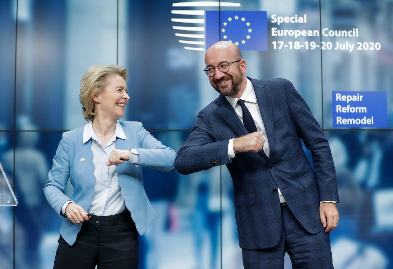 Ursula von der Leyen, voorzitter van de Europese Commissie, en de voorzitter van de Europese Raad Charles Michel tijdens de marathon-top in juli 2020.