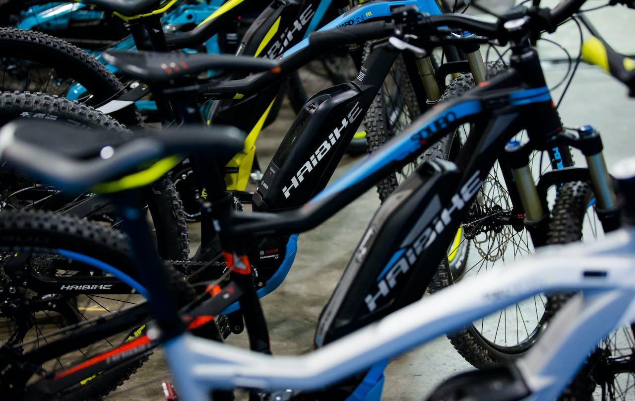E-bikes op een rij tijdens de e-bike Xperience in de Jaarbeurs.