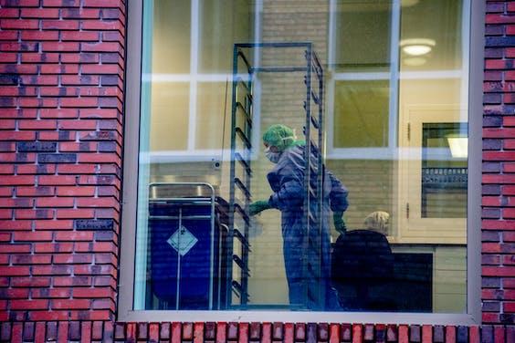 Exterieur van het Maasstad Ziekenhuis. Het ziekenhuis was eerste gesloten, maar is nu deels weer open