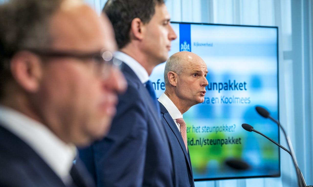Wouter Koolmees (Sociale Zaken en Werkgelegenheid), Wopke Hoekstra (Financien) en Ministers Stef Blok (Economische Zaken en Klimaat),