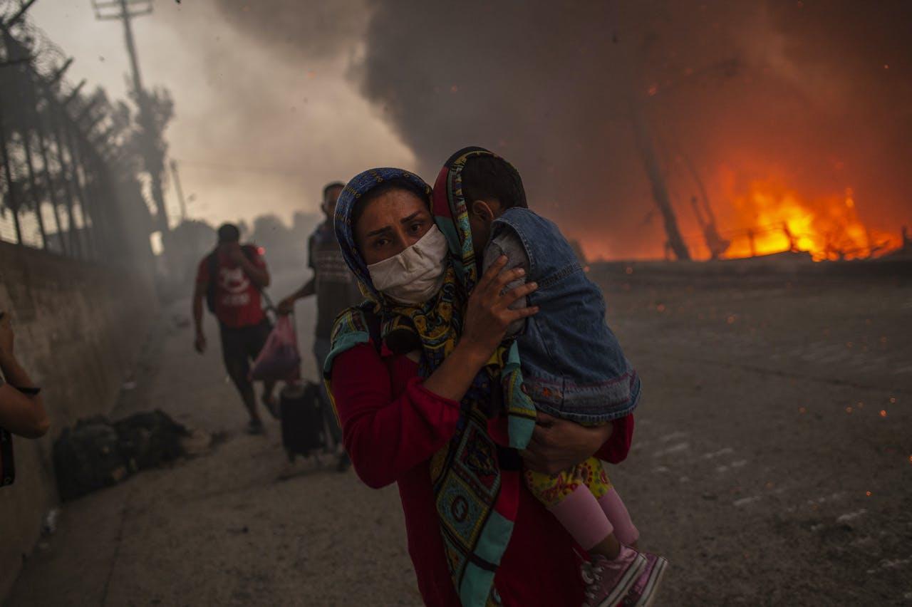 Het brandende vluchtelingenkamp Moria op het Griekese eiland Lesbos.