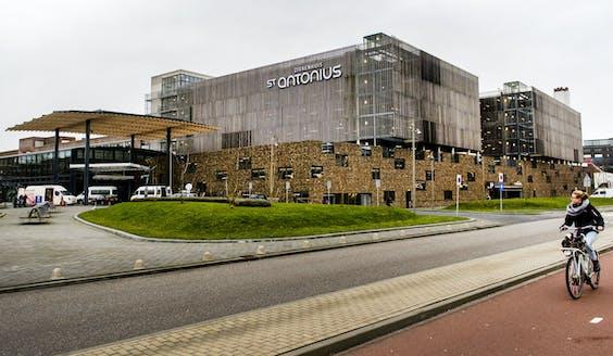 Exterieur van het St. Antonius Ziekenhuis in Nieuwegein.