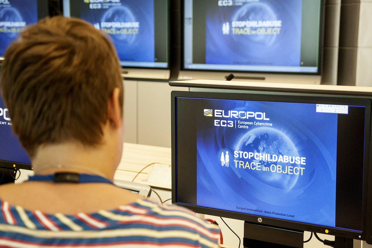 Een agent van Europol