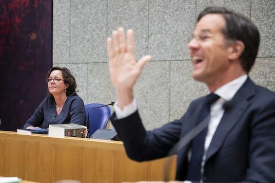 Premier Rutte en minister Van Ark tijdens het coronadebat