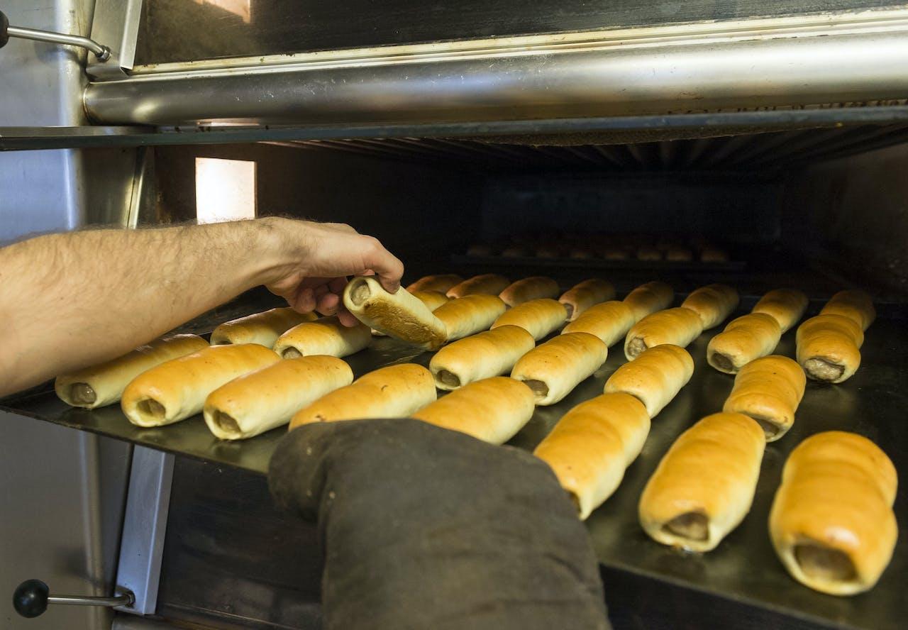 Het productieproces bij de beste worstenbroodbakker van Brabant.