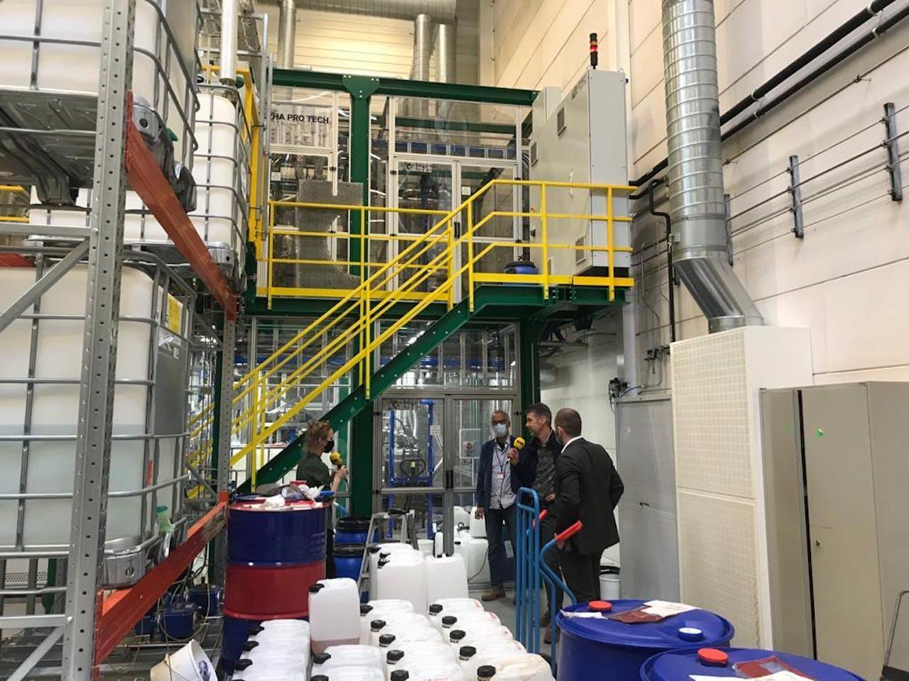Karlijn Meinders in gesprek met Marc van Doorn van de Brightlands Chemelot Campus en Pete Rowe, CEO van Deep Branch.