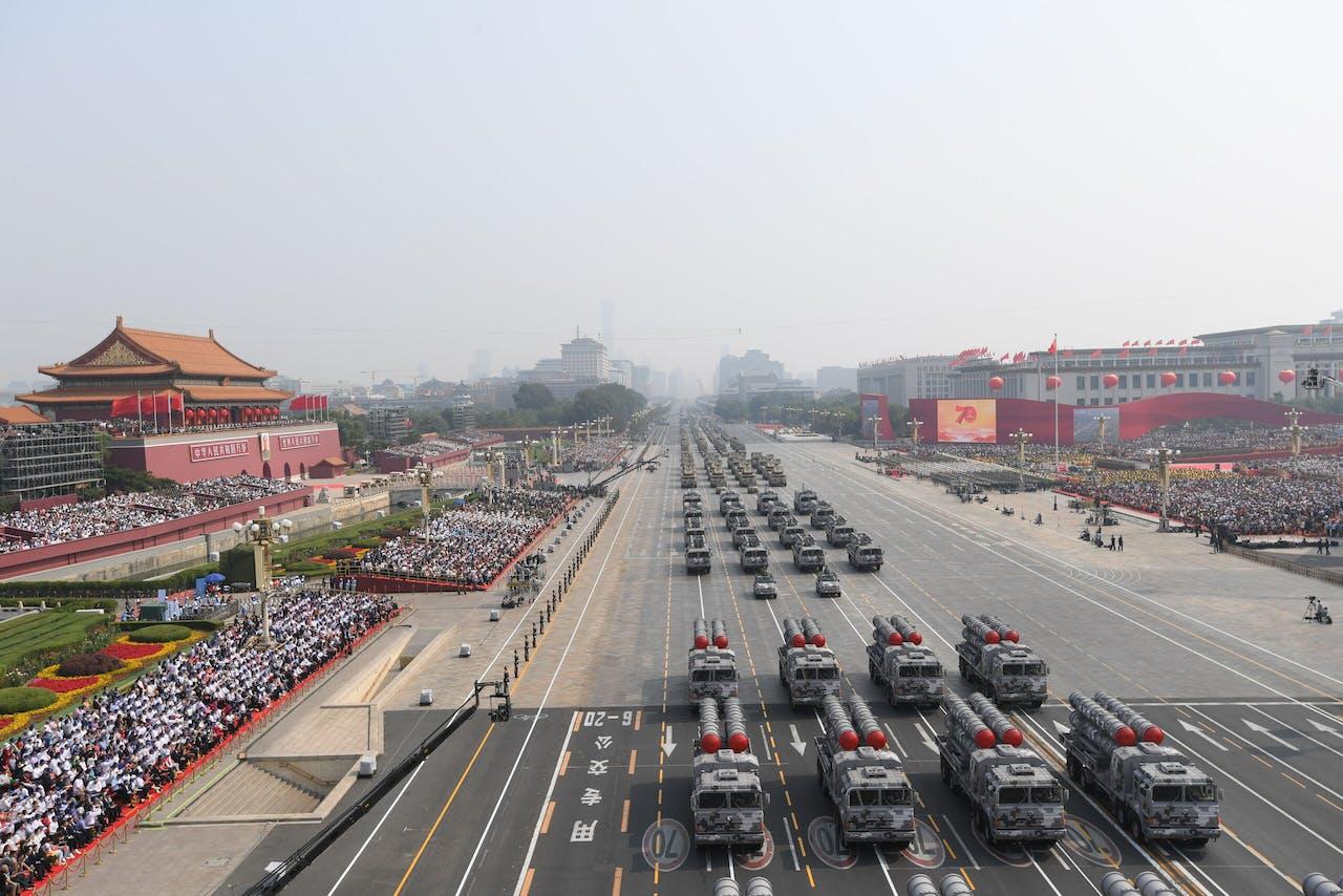 Overzicht beeld van de militaire parade in Peking vorig jaar.