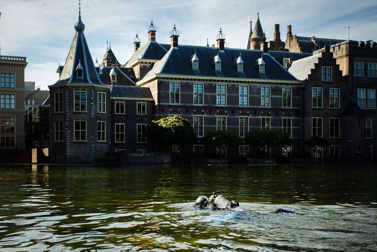Duikers bij het Binnenhof