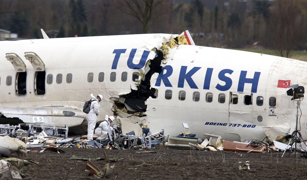 Het vliegtuigwrak van Turkish Airlines.
