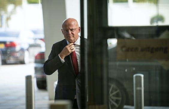 Minister Ferd Grapperhaus komt aan op het provinciehui
