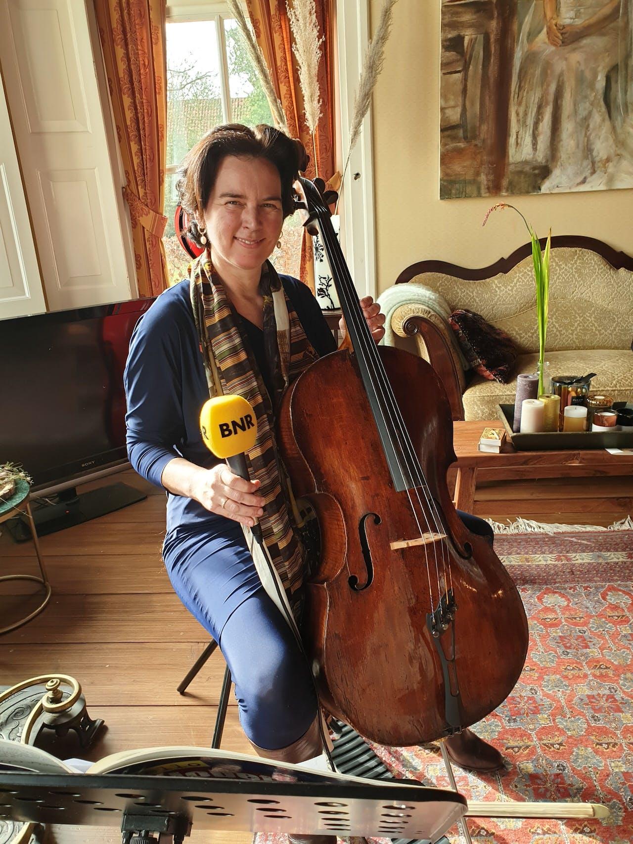 Cellist Scarlett Arts liet haar bedrijf flink groeien in Coronatijd