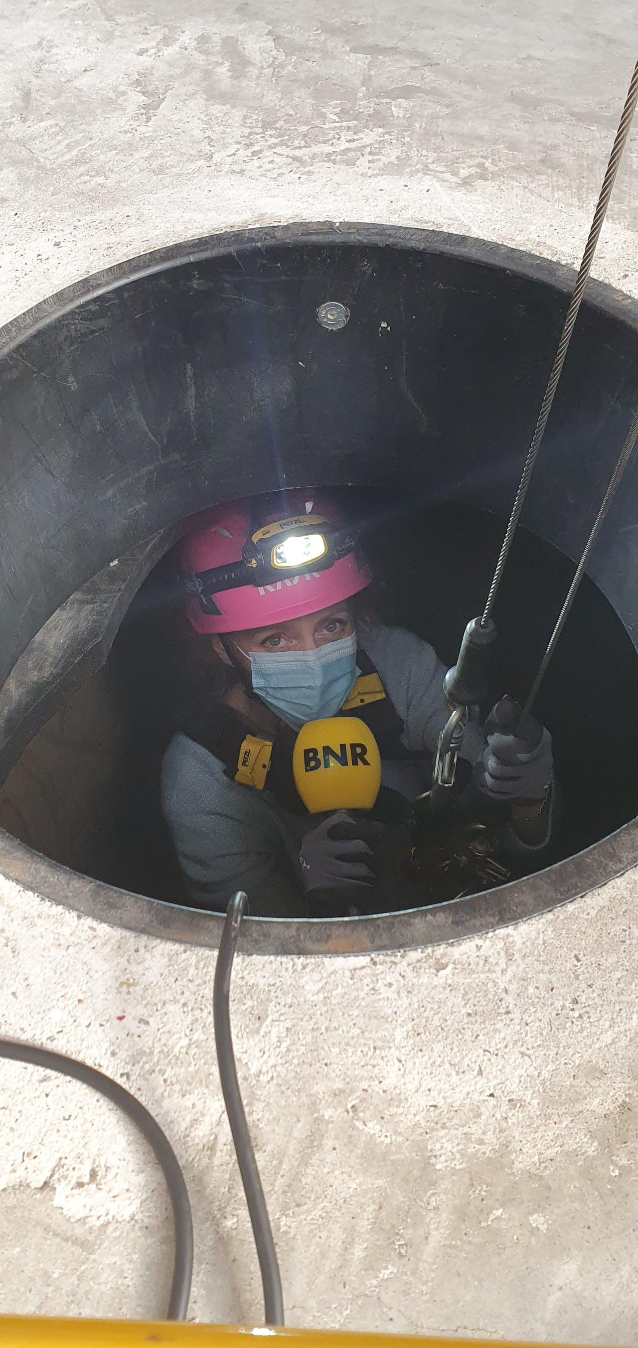 Karlijn Meinders ervaart hoe het is om veilig onder de grond te werken.