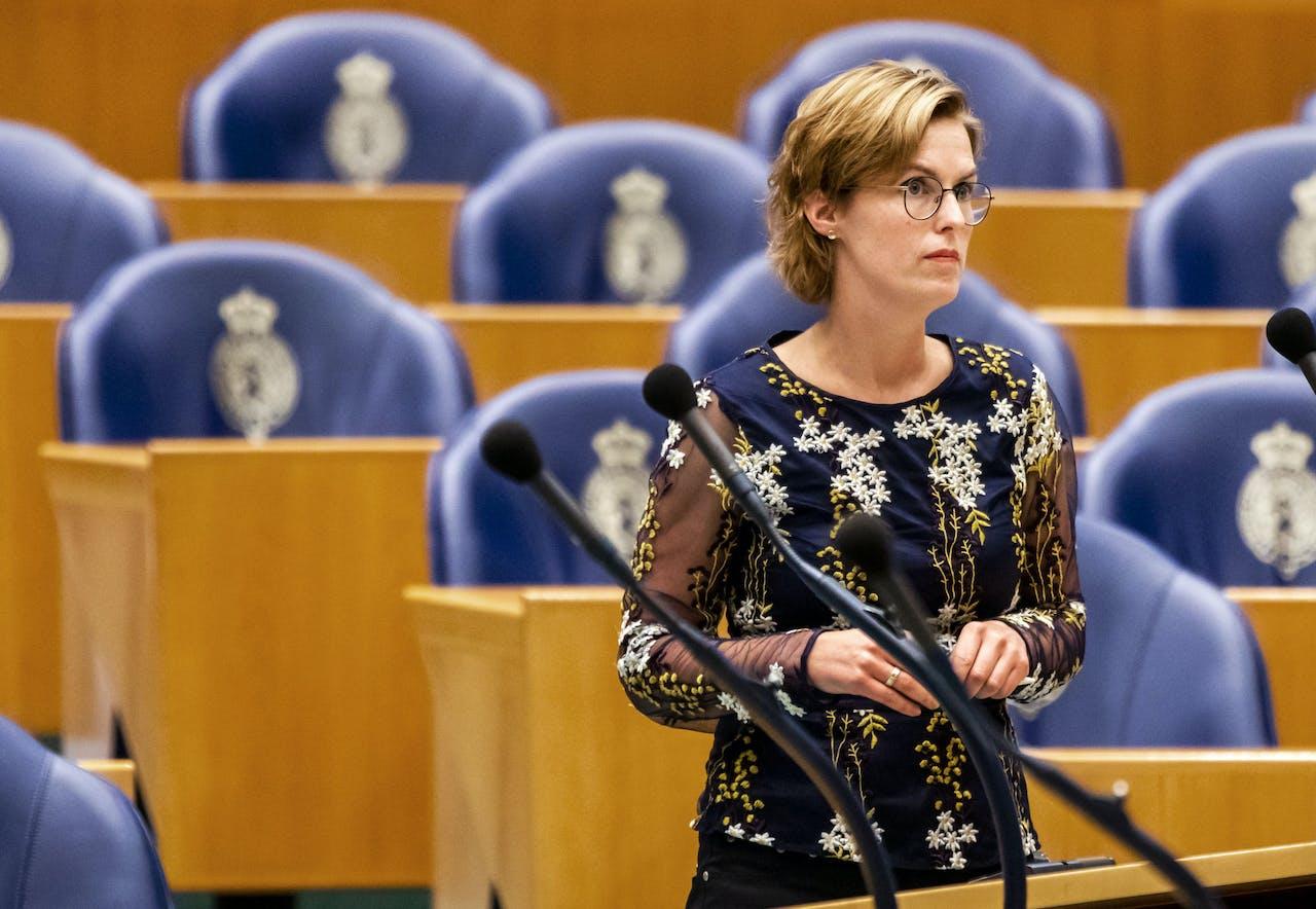 2019-09-12 12:37:32 DEN HAAG - Kamerlid Hilde Palland (CDA) tijdens het debat in de Tweede Kamer over het tekort aan arbeidskrachten. Een kwart van de bedrijven kampt met een tekort aan personeel. ANP REMKO DE WAAL
