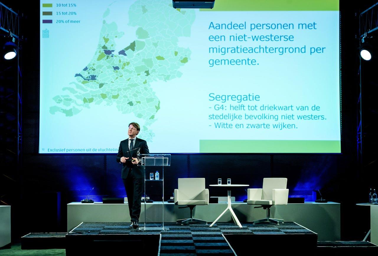 Kim Putters, directeur Sociaal en Cultureel Planbureau, houdt een betoog over de stand van het land (in 2019) tijdens de jaarlijkse ambassadeursconferentie bij het ministerie van Buitenlandse Zaken.